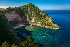 La bella spiaggia segreta sull'isola di Nusa Penida Immagini Stock Libere da Diritti