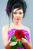 La bella sposa con è aumentato in studio Immagine Stock Libera da Diritti