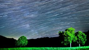 la bella stella 4K trascina la Via Lattea al rallentatore archivi video
