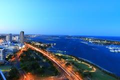 La bella vista aerea della spiaggia, della vista sul mare e del litorale della Gold Coast ha catturato da grattacielo immagini stock