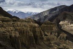 La bella vista aerea di alluna, fondo himalayano della montagna, Ladakh, il Jammu e Kashmir, India Immagine Stock