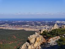 La bella vista dal picco delle montagne di Seoraksan Immagine Stock