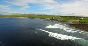 La bella vista del mare ondeggia 4k video d archivio