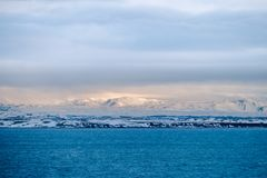 La bella vista e l'inverno abbelliscono l'immagine del Se dell'inverno dell'Islanda Fotografia Stock Libera da Diritti