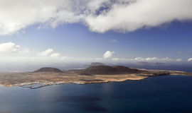 La belle île dans l'océan. Image libre de droits