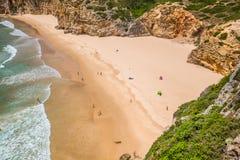 La belle baie et la plage sablonneuse du Praia font Beliche près du sao de Cabo Image stock
