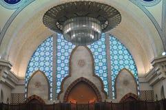 La belle conception intérieure de la mosquée de Wilayah Photographie stock libre de droits