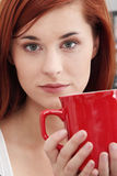 La belle dame boit du café Image stock