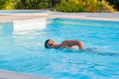 la belle eau de sport de personne de saut Photo stock