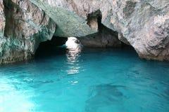 La belle eau en cristal de turquoise image stock