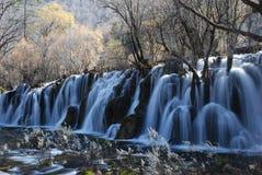 La belle et colorée eau dans JiuZhai, Chine Photographie stock