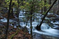La belle et colorée eau dans JiuZhai, Chine Images libres de droits