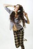 La belle femme écoutent musique. images libres de droits