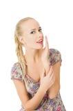 La belle femme appelle Photo d'une jeune fille heureuse sur un fond blanc d'isolement Photos stock