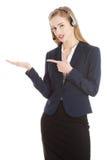 La belle femme causual d'affaires au centre d'appels se dirige sur c Photos libres de droits