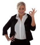 La belle femme d'affaires donne le signe en bon état Photos libres de droits