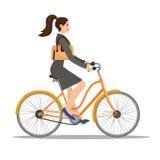 La belle femme dans la robe monte une bicyclette illustration libre de droits