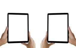 La belle femme remet tenir la tablette avec l'écran blanc d'isolement Lieu de travail d'affaires avec l'espace de copie L'espace  Photo stock