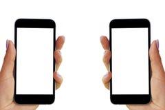 La belle femme remet tenir le téléphone intelligent avec l'écran blanc d'isolement Lieu de travail d'affaires avec l'espace de co Image stock