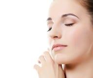 Une photo de la belle femme avec un maquillage naturel. Soin d'une peau. Station thermale Photos stock