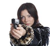 La belle fille avec un pistolet Image stock