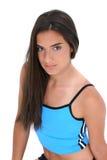 La belle fille de l'adolescence dans la séance d'entraînement vêtx la verticale Images stock