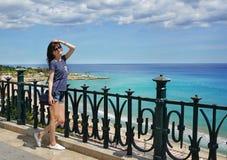 La belle fille en vacances à Tarragone Image libre de droits