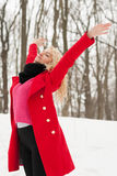 La belle fille est heureuse en hiver photos stock