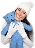La belle fille retient l'ours de nounours Photos libres de droits