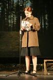 La belle fille russe, un ami du soldat soviétique attend son amant à la guerre Images stock