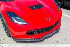 La belle fin sur un nouveau shinny Chevrolet Corvette rouge C7 images libres de droits