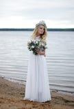 La belle jeune jeune mariée image libre de droits