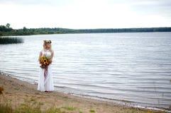 La belle jeune jeune mariée photos libres de droits