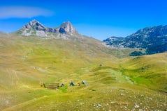 La belle montagne dans Monténégro a appelé Durmitor avec la grande vallée verte Photo libre de droits