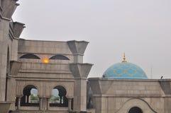 La belle mosquée de Wilayah au twillight Image libre de droits