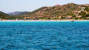 La belle plage de Porto Taverna, sur la Côte Est de Sardi Images stock
