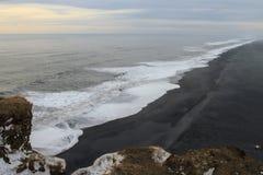 La belle plage de Vic en Islande Images libres de droits