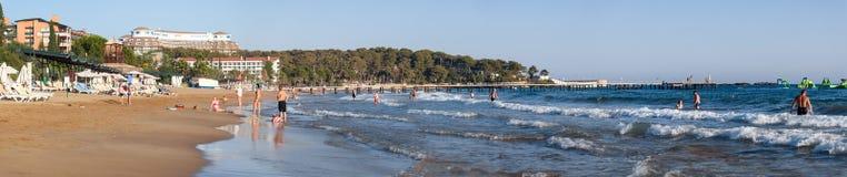 La belle plage près de l'hôtel de tourisme de Pegasos Photos libres de droits