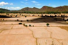 La belle terra e montagna naturali del paesaggio vedono l'alta vista Fotografia Stock