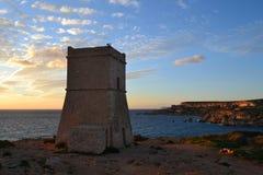 La belle tour historique d'Ein Tuffeiha au nord-ouest de Malte Images stock