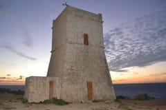 La belle tour historique d'Ein Tuffeiha au nord-ouest de Malte Images libres de droits