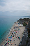 La belle ville merveilleuse de plage de Tropea Photographie stock libre de droits