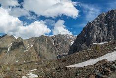 La belle vue de l'des montagnes aménagent en parc en montagnes d'Altai Photo stock