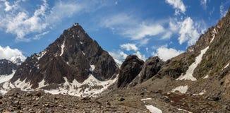 La belle vue de l'des montagnes aménagent en parc en montagnes d'Altai Image stock