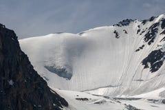 La belle vue de l'des montagnes aménagent en parc en montagnes d'Altai Photos stock