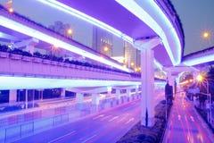 La belle vue de nuit de la route de viaduc à Changhaï Photo libre de droits