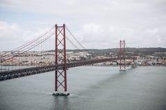 La belle vue du pont a appelé le 25 avril à Lisbonne au Portugal Photographie stock libre de droits