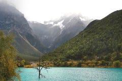 La belle vue en vallée de lune bleue à Lijiang yunan, Chine Images libres de droits