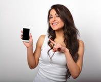 La belles participation et publicité de sourire heureuses de femme de maquillage assaillent Photographie stock libre de droits