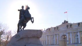 La belleza de la arquitectura de ciudades europeas viejas almacen de metraje de vídeo